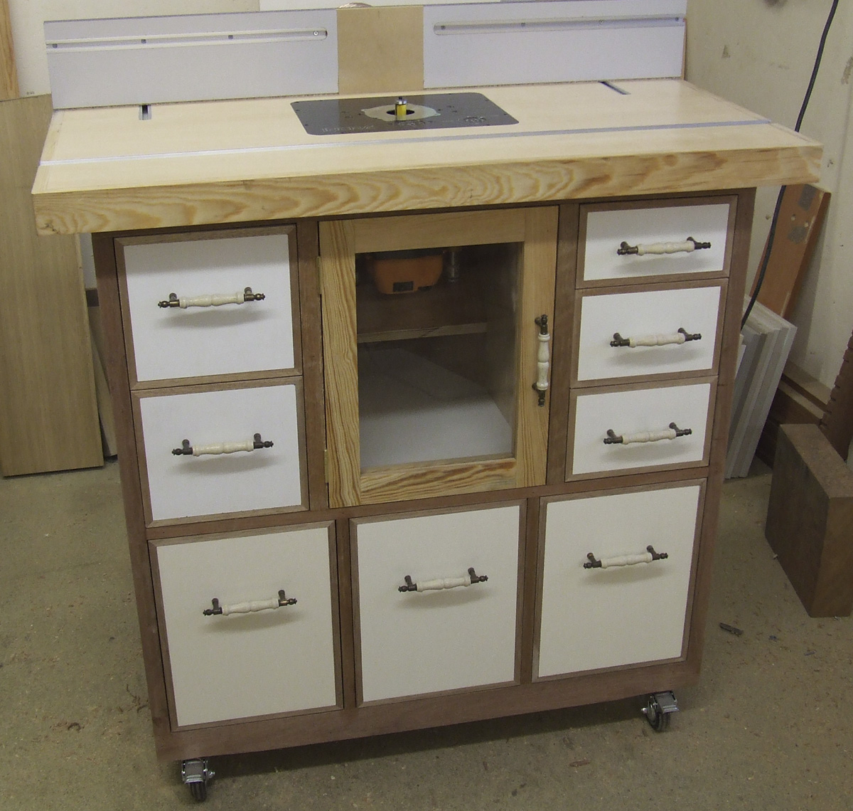 Custom-built Router Table 2