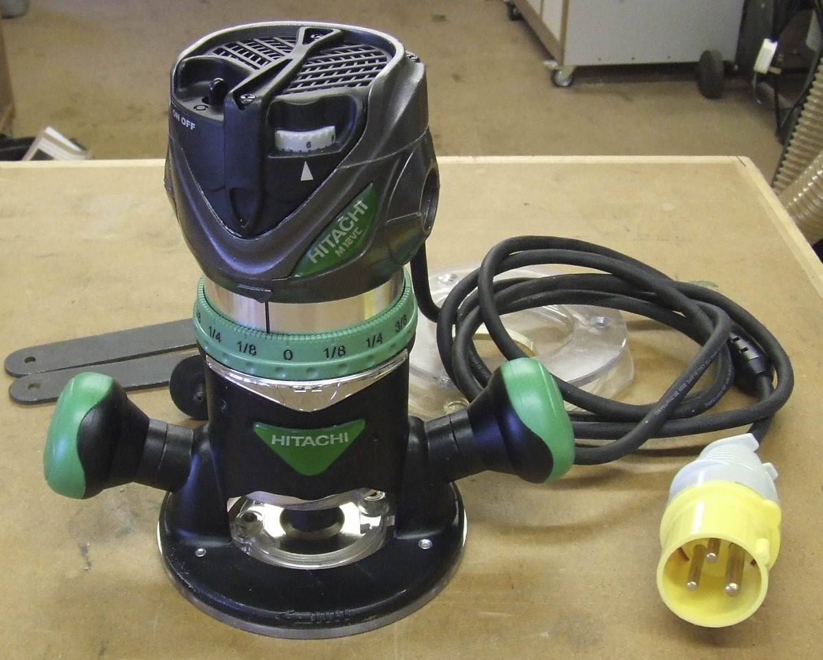 Hitachi M12vc variable speed fixed-base router