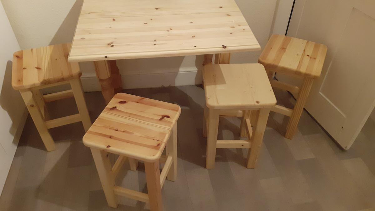 Dropleaf table & stools
